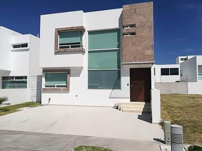 Casa En Puebla Blanca De Lomas De Angelópolis En Renta, 200m2.
