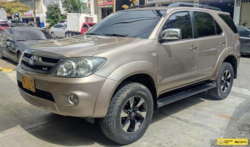 Toyota Fortuner 4.0