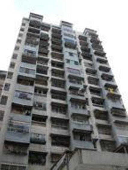 Ls Vende Apartamento La Candelaria 20-11647