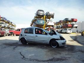 Clio 2005 Renault ,accidentado......yonkes