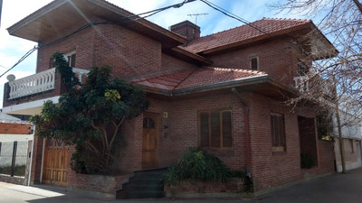 Casa En Alquiler En 35 Esq 20. 3 Dormitorios Y Cochera Cub.-