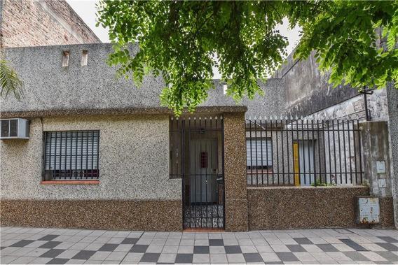 Casa En Venta Al Frente Dos Dorm. / Bº Belgrano