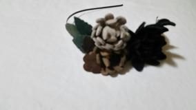 Tiara Flores De Couro Neutras