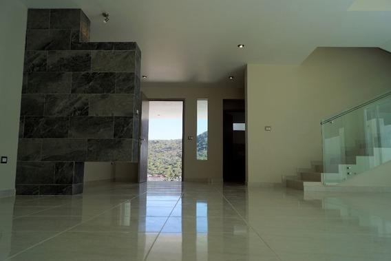 Amplia Y Hermosa Casa Con 4 Habitaciones Y Sala De Tv En Cum