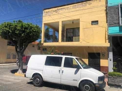 Linda Casa En Esquina - Lomas Del Paradero