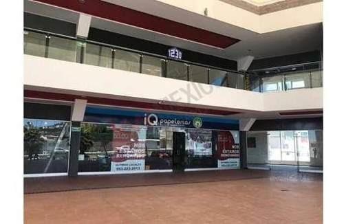 Local En Planta Baja, En Plaza Comercial De Centro Sur.