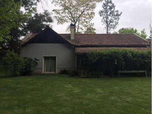 Casa En Pilar Barrio La Reserva-890 M2 Totales De Terreno-hermoso Chalet En Pilar
