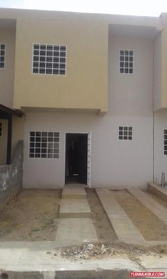 Townhouses En Venta Cabudare 10500$