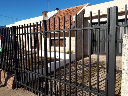 Casa De Tres Dormitorios En Barrio Chateau Carreras, Córdoba
