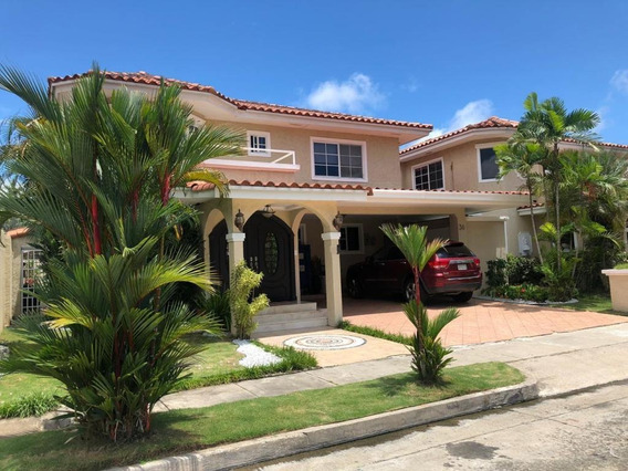 Casa En Venta Costa Serena #19-10404hel** En Costa Del Este