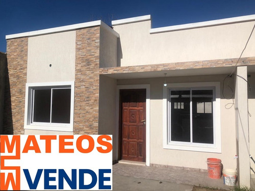 Imagen 1 de 14 de Venta Chalet Mar Del Tuyu  69 E/ 6 Y 7