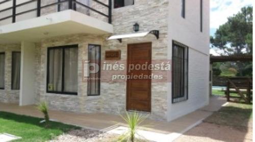 Casa De 3 Dormitorios- Ref: 8724