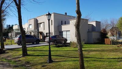Excelente Casa Barrio Grand Bell I - Pileta - Lote 1200 M2