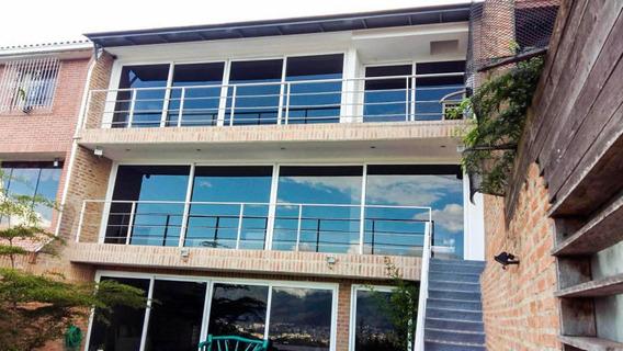 Bella Casa, Con Preciosa Vista Al Valle De Caracas. Disfruta