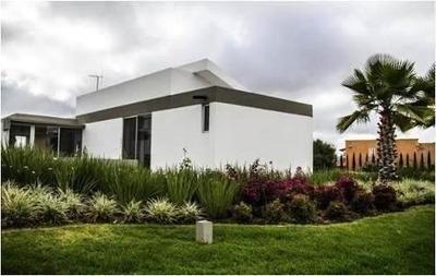 Hermosa Residencia Y Espectacular Propiedad Con Vista Al Cam