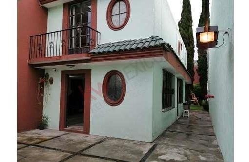 Bonita Casa En Venta Ubicada En Arboledas De Loma Bella, A Una Cuadra De Av. Las Torres, 10 Min. De Buap Y 15 Min A Centros Comerciales.