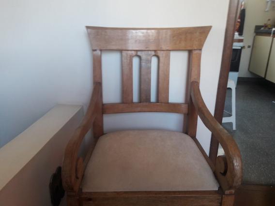 Cadeira De Madeira Muito Antiga-feita Na Zona Rural De Mg.