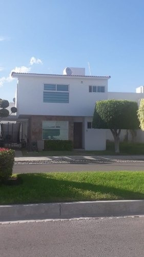 Preciosa Casa En Real Del Bosque, 3 Recamaras, 3.5 Baños, Doble Altura, Jardín..