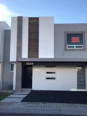 Casa En Renta En El Refugio Bonita Y Bien Ubicada