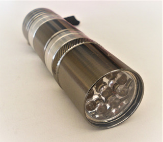 Mini Lanterna De 9 Leds De Metal