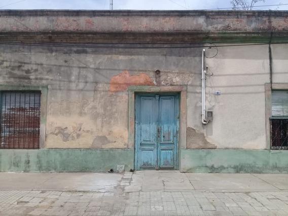 Dos Antiguas Y Solidas Casas En Un Mismo Padrón Amplio.