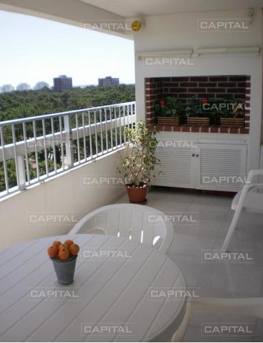 Apartamento De 3 Dormitorios En Punta Del Este - Oportunidad En Venta- Ref: 25823
