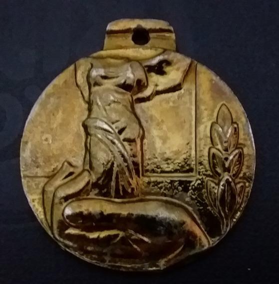 Medalha Antiga Deusa Victória Samotrácia Obra De Arte