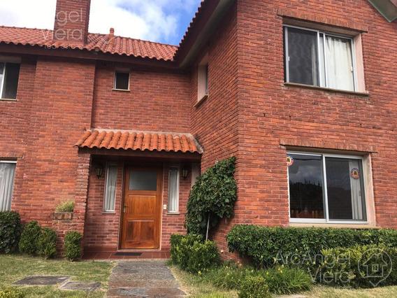 Casa 3 Dormitorios En Alquiler Anual En Pinares -playa Mansa -punta Del Este.