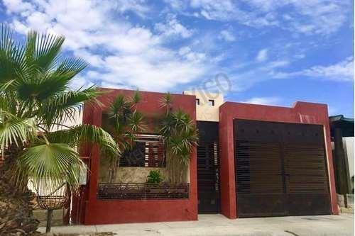 Casa Amueblada En Villas Del Cortés En San Jose Del Cabo, Cochera Cerrada Y Patio