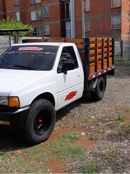 Camioneta Chevrolet Luv 2300 Estacas