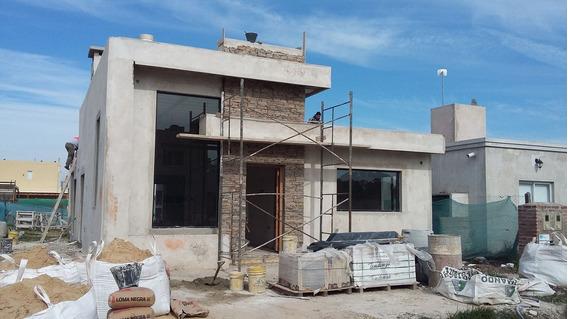 Casa De 4 Ambientes A Estrenar - 115m2 - Barrio Laguna Azul