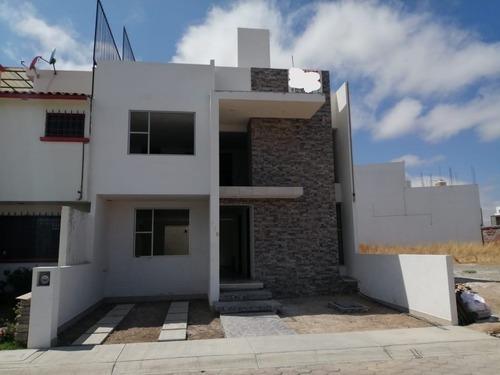 Preciosa Casa En Privada Residencial Hda De La Herradura