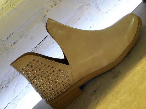 Zapatos Mujer. Texana Othilia Con Tachas. Taco Bajo. Nueva