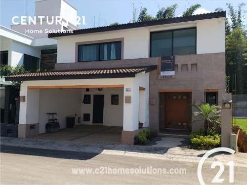 Vendo Casa Residencial En Fraccionamiento Los Cedros . ¡comodidad Total!