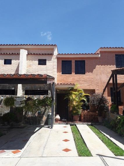 Tonw House En El Rincon