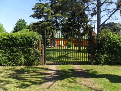 Casa Quinta De 4 Ambientes Y 2 Baños