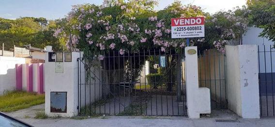 Chalet Pleno Centro, 3 Amb Más Un Monoamb. Jardín.