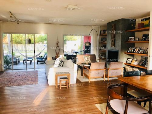 Casa De Cuatro Dormitorios Con Piscina En Barrio Privado.- Ref: 29000