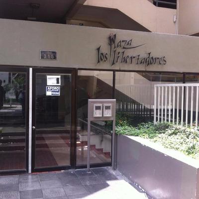 Tienda Y/o Oficina Dentro De C C Plaza Los Libertadores S.i