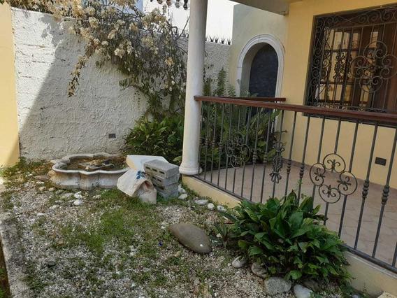 Vendo Casa De 2 Niveles 3 Hab/ 300 Mt2 En Av. Independencia