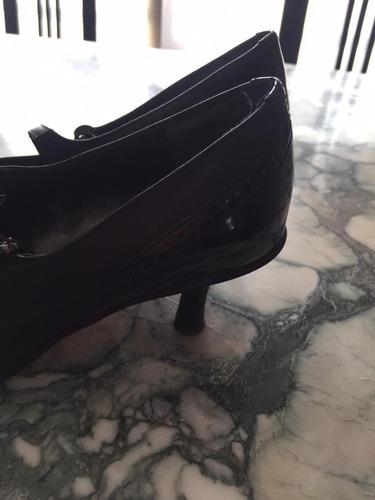 Zapatos Negros  Cuero Y Charol , Con Tira En Tobillo.