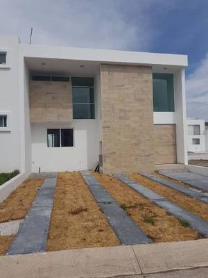 Grand Juriquilla, Alberca, 3 Recámaras, 2.5 Baños, Estudio