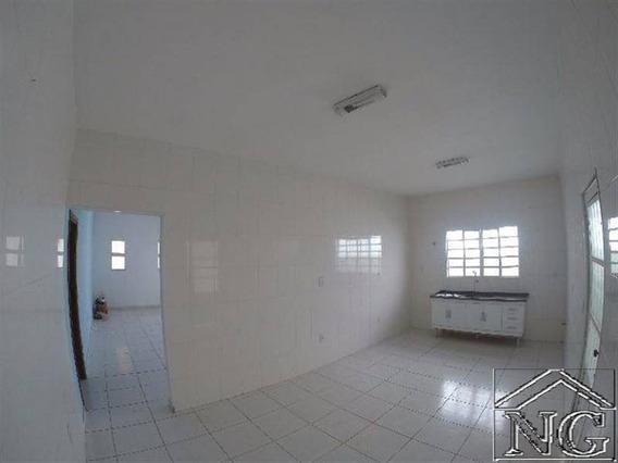 Casa Dormitorios Em Araraquara, São Paulo Com Vaga Para Carros - Ngf68