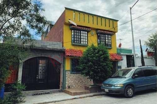 Casa En Venta En Lomas De San Martín