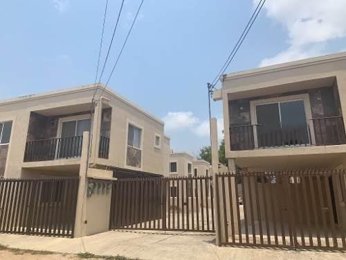 Casa Nueva De 2 Niveles En Venta, Col. Niños Héroes, Tampico, Tamaulipas.
