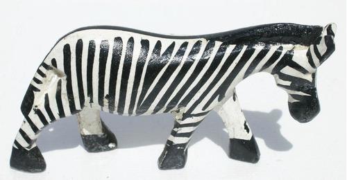 Imagen 1 de 1 de Zebra Pequena Escultura Africana Tallada De Madera Artesania