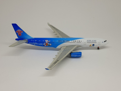 Miniatura Phoenix 1:400 Air Airbus A330-200 China Southern