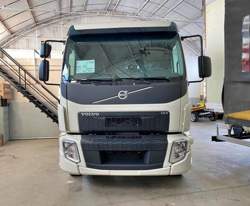 Imagem 1 de 13 de Volvo Vm330 8x2 Bi Truck 2021 Ishift 0km Pronta Entrega