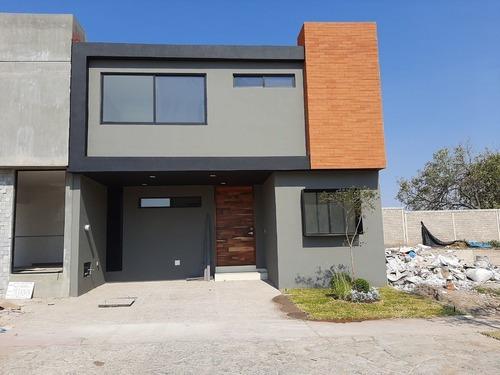 Excelente Residencia En Venta En Solares Con Opcion A 4 Habitaciones