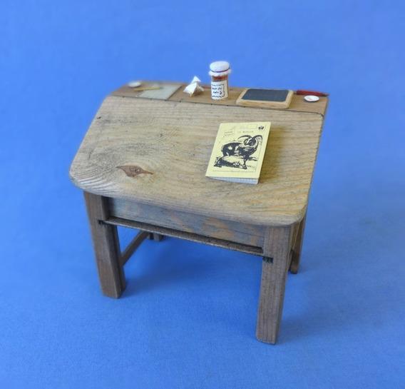 Mesa Escrivaninha Miniatura Em Madeira